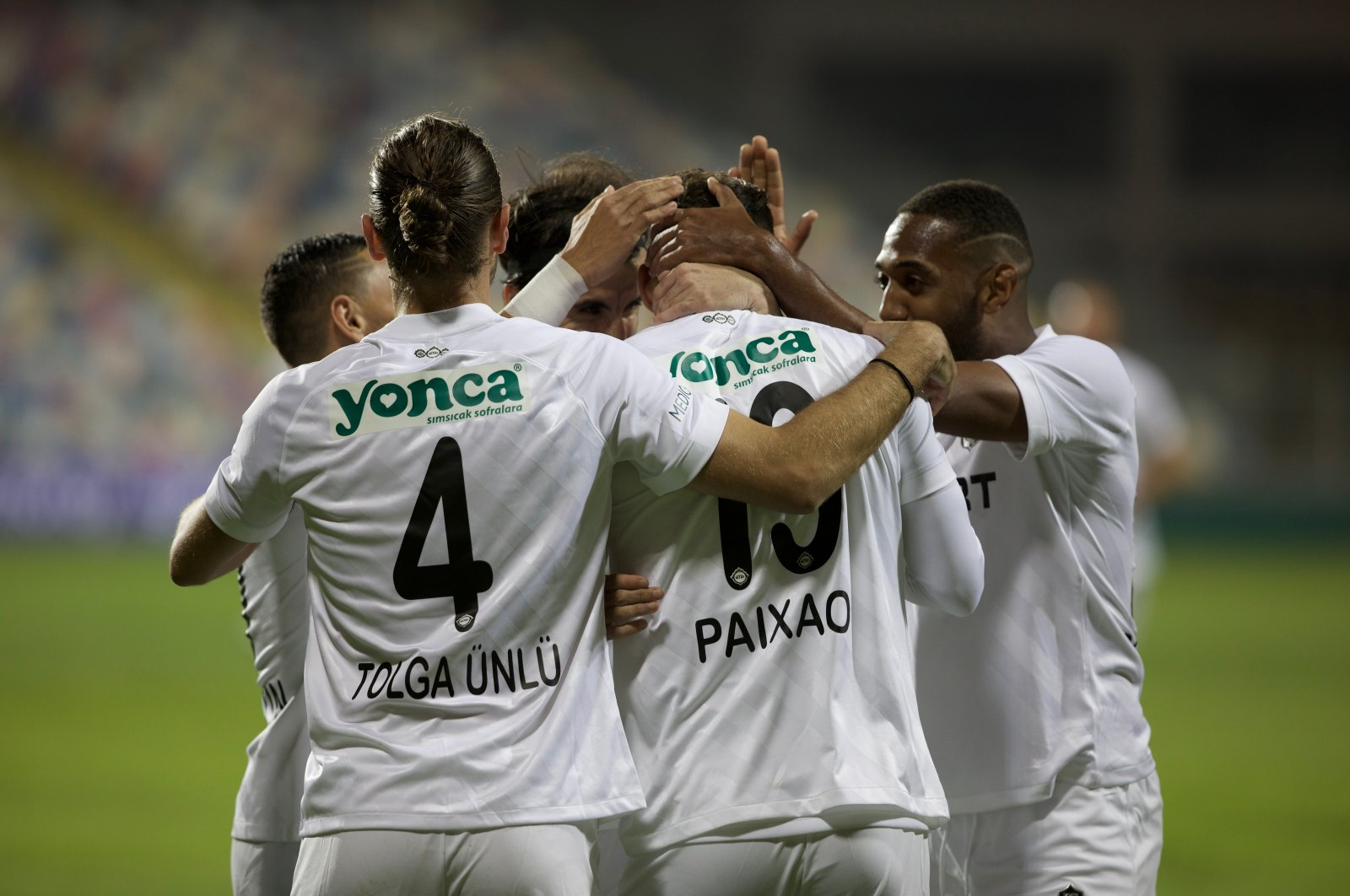 TFF 1. Lig'in 6. haftasında iki İzmir temsilcisi Altınordu ile Altay Bornova Aziz Kocaoğlu Stadı'nda karşılaştı. Altay oyuncuları Marco Filipe Lopes Paixao'nun (19) golü sonrası sevinç yaşadı. ( Lokman İlhan - Anadolu Ajansı )