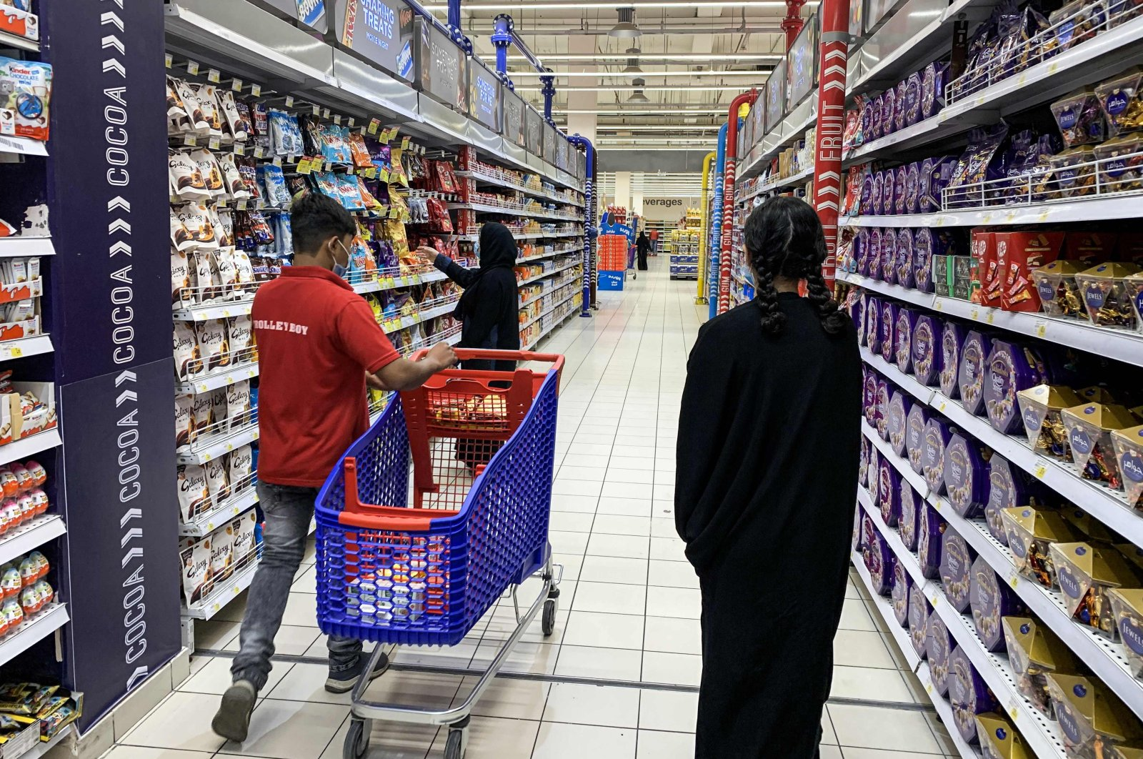 A woman shops for snacks at a supermarket in the capital Riyadh, Saudi Arabia, Oct. 18, 2020. (AFP Photo)