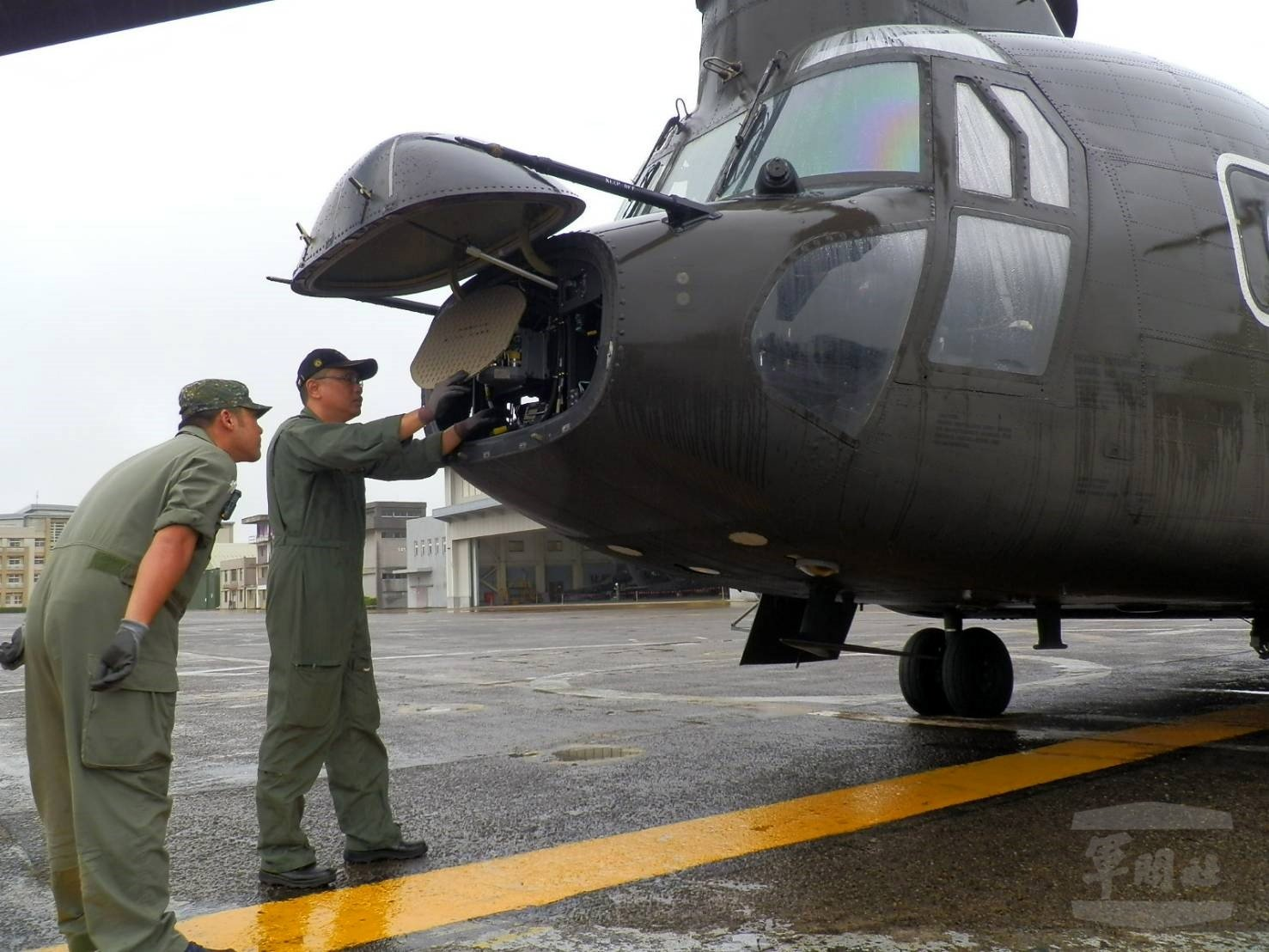 Taiwan Army mechanics carry out maintenance ona military plane at an undisclosed military base in Taiwan, Oct. 8,2020. (Photo byTaiwan Military News Agency via EPA)