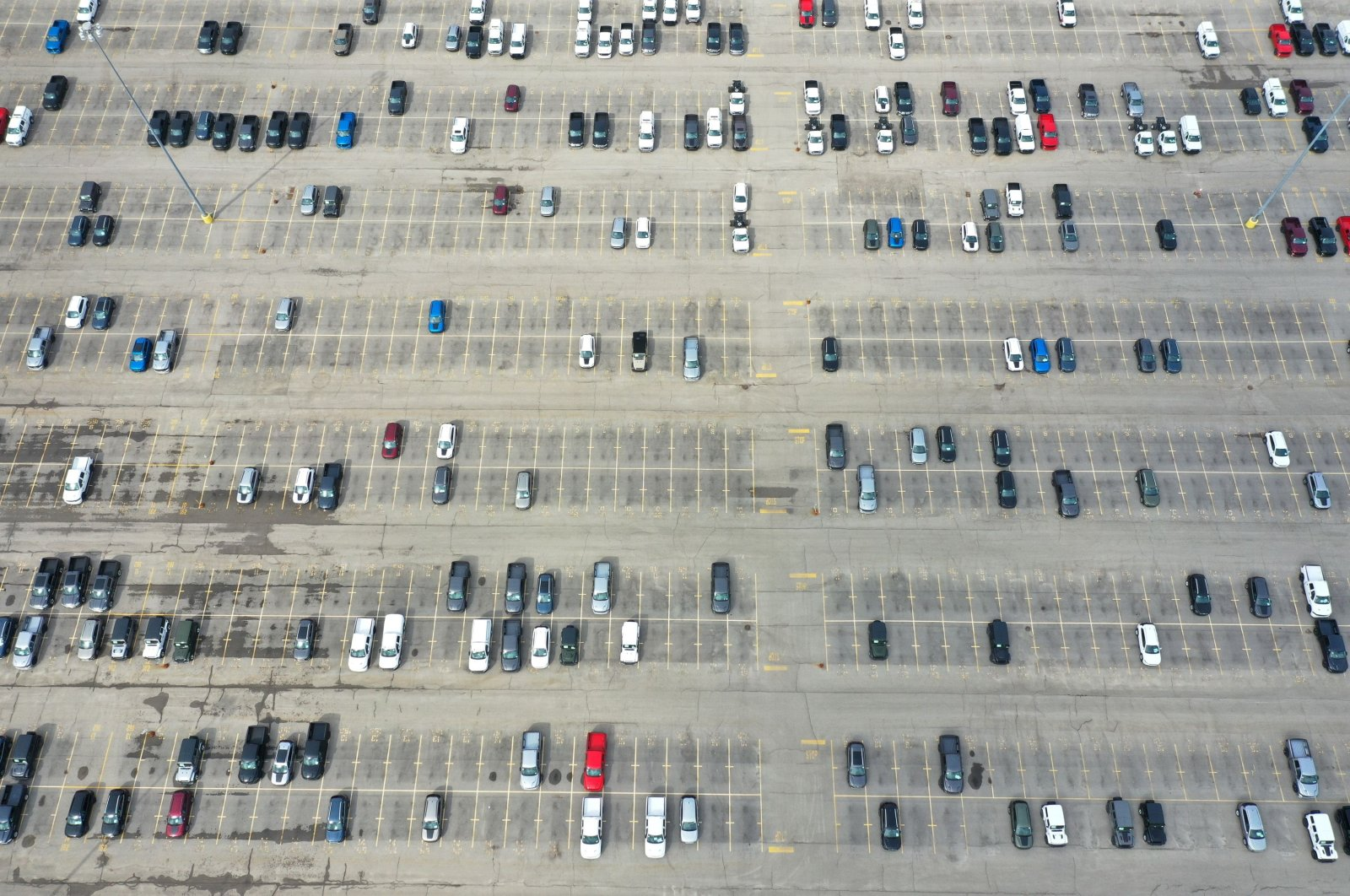 A depleting supply of new Chrysler vehicles sit on a lot outside of the Fiat Chrysler Automobiles (FCA) Belvidere Assembly Plant in Belvidere, Illinois, March 24, 2020. (AFP Photo)