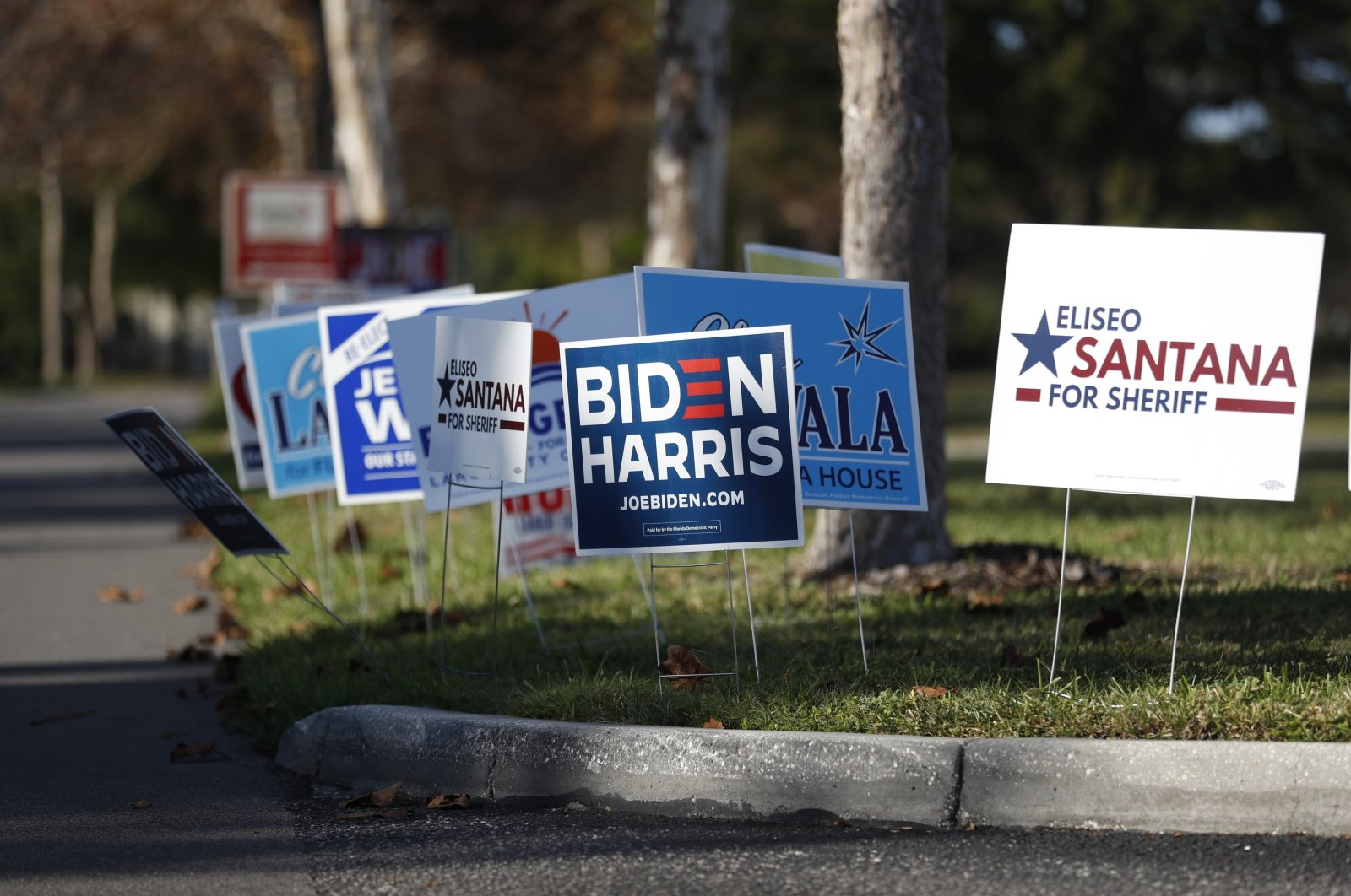 Campaign signs for Democratic presidential and vice presidential nominees Joe Biden and Kamala Harris are displayed near the Pinellas County Supervisor of Elections office polling station in Largo, Florida, Oct. 25, 2020. (AFP Photo)