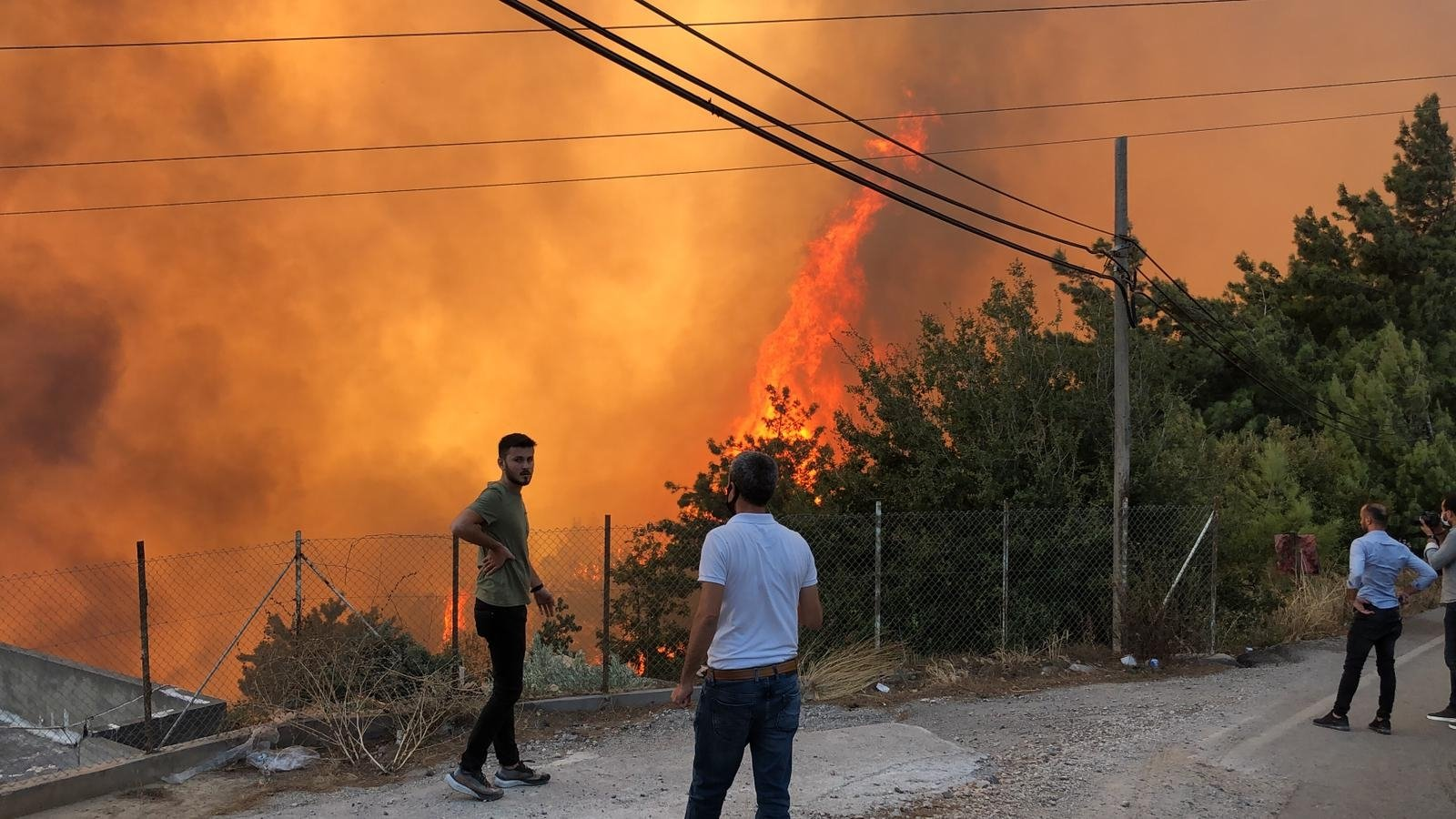 Citizens observe the forest fire in southern Hatay province's Iskenderun district on Oct. 27, 2020 (DHA Photo)