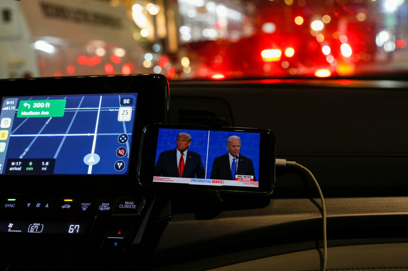 A driver watches thepresidential debate between U.S. President Donald Trump and Democratic candidateJoe Biden on a phone screen in New Jersey, the U.S., Oct. 22, 2020. (AA Photo)