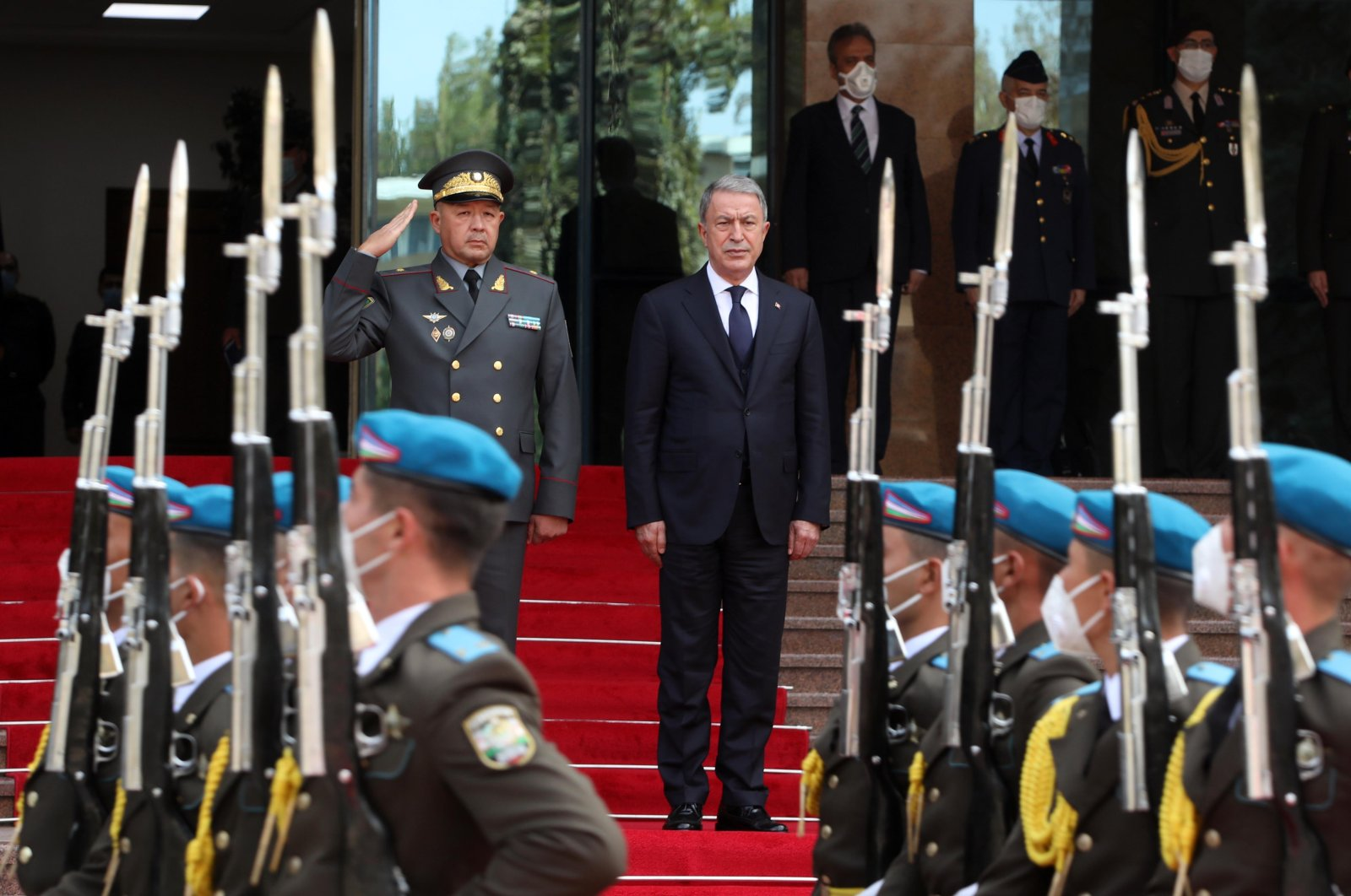 Defense Minister Hulusi Akar was welcomed with a military ceremony by his Uzbek counterpart Bakhodir Kurbanov on Oct. 27, 2020. (AA Photo)