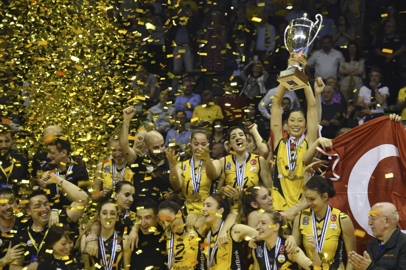 VakıfBank players celebrate after winning CEV Volleyball Champions League 2017 Final Match  against Italy's Imoco Volley, Treviso, April 25, 2017. (AA Photo)