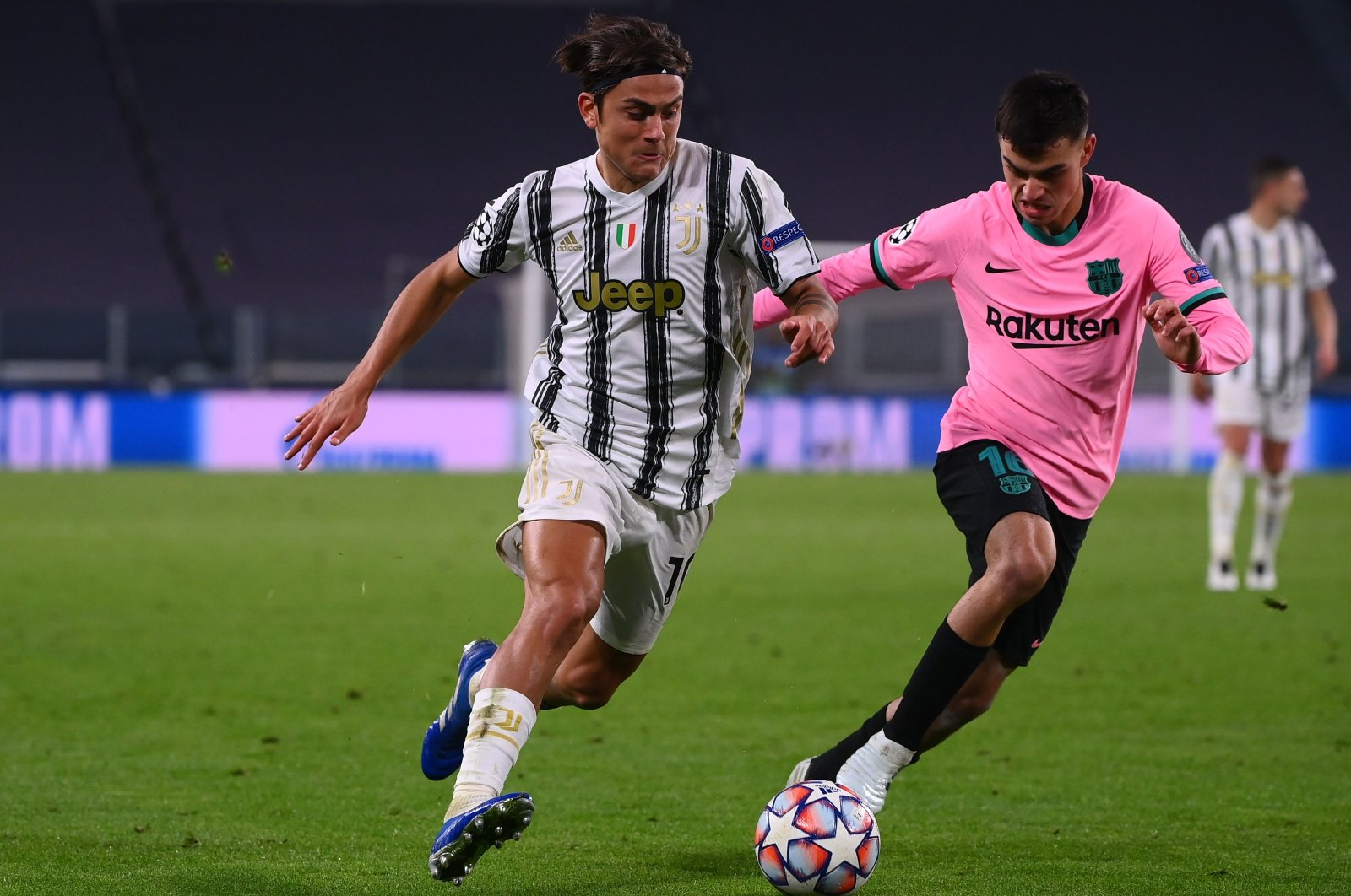 Barcelona's Pedri (R) fights for the ball with Juventus' Paulo Dybala during the Champions League match in Turin, Italy, Oct. 28, 2020. (AFP Photo)