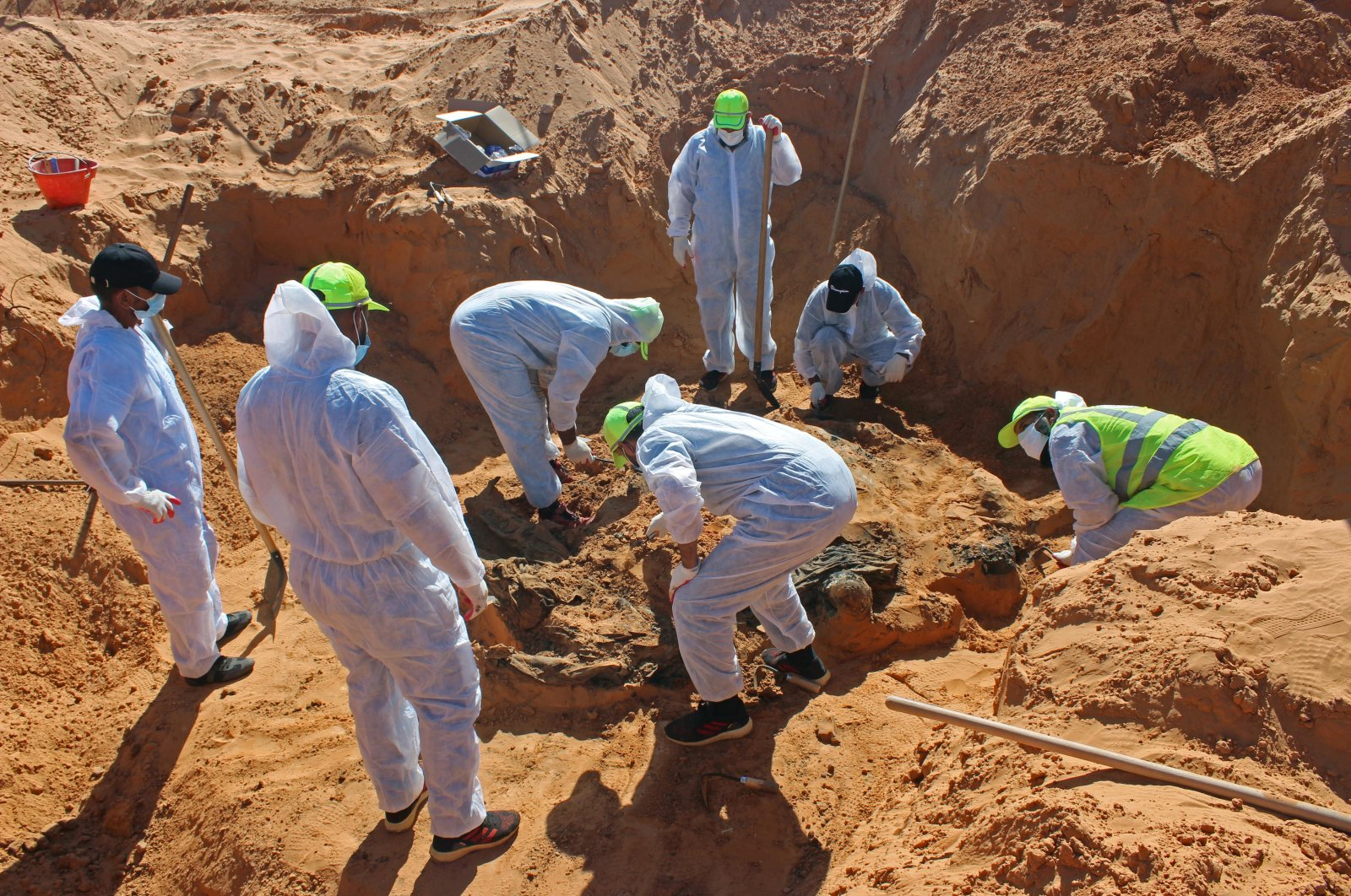 Members of the Government of National Accord's (GNA) missing person bureau exhume bodies from a mass grave in Tarhuna, Libya, Oct. 27, 2020. (Reuters Photo)