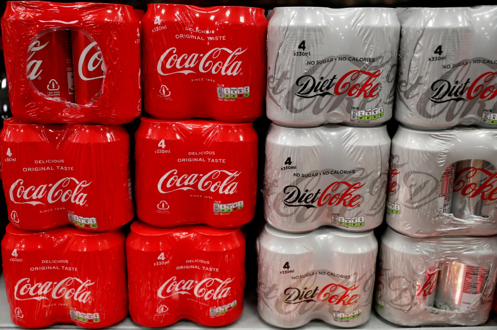 Multi can packs of Coca Cola and Diet Coke are seen for sale in a motorway services shop, Reading, Britain, January 25, 2019. (REUTERS Photo)