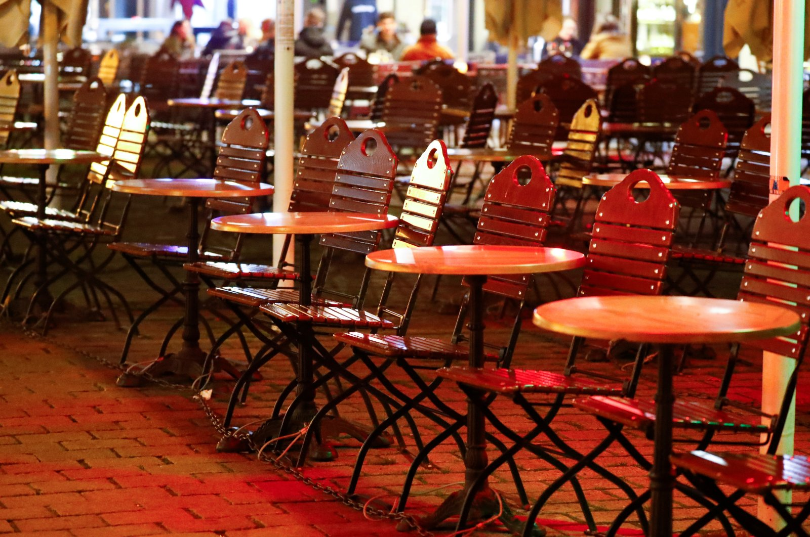 Empty tables of a restaurant are pictured as the coronavirus disease (COVID-19) outbreak continues, in Berlin's Mitte district, Germany, Oct. 28, 2020. (Reuters Photo)