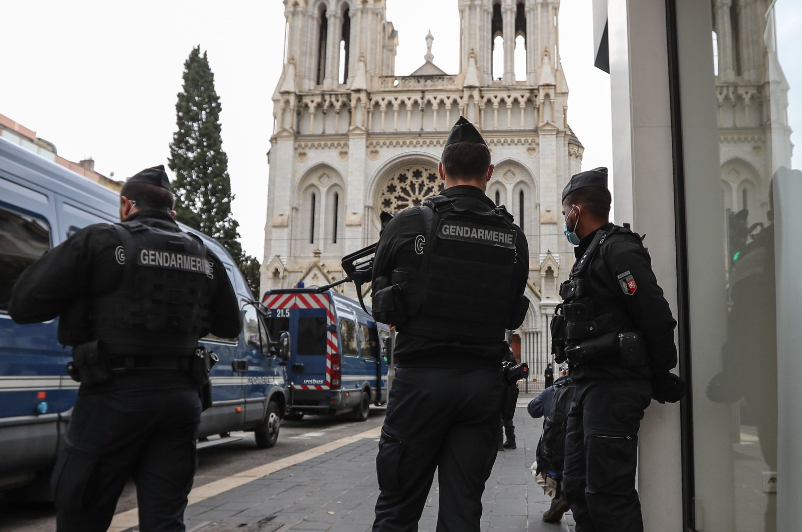 French gendarmes secure the area around the Notre-Dame de l'Assomption Basilica in Nice on Oct. 31, 2020. (AFP Photo)