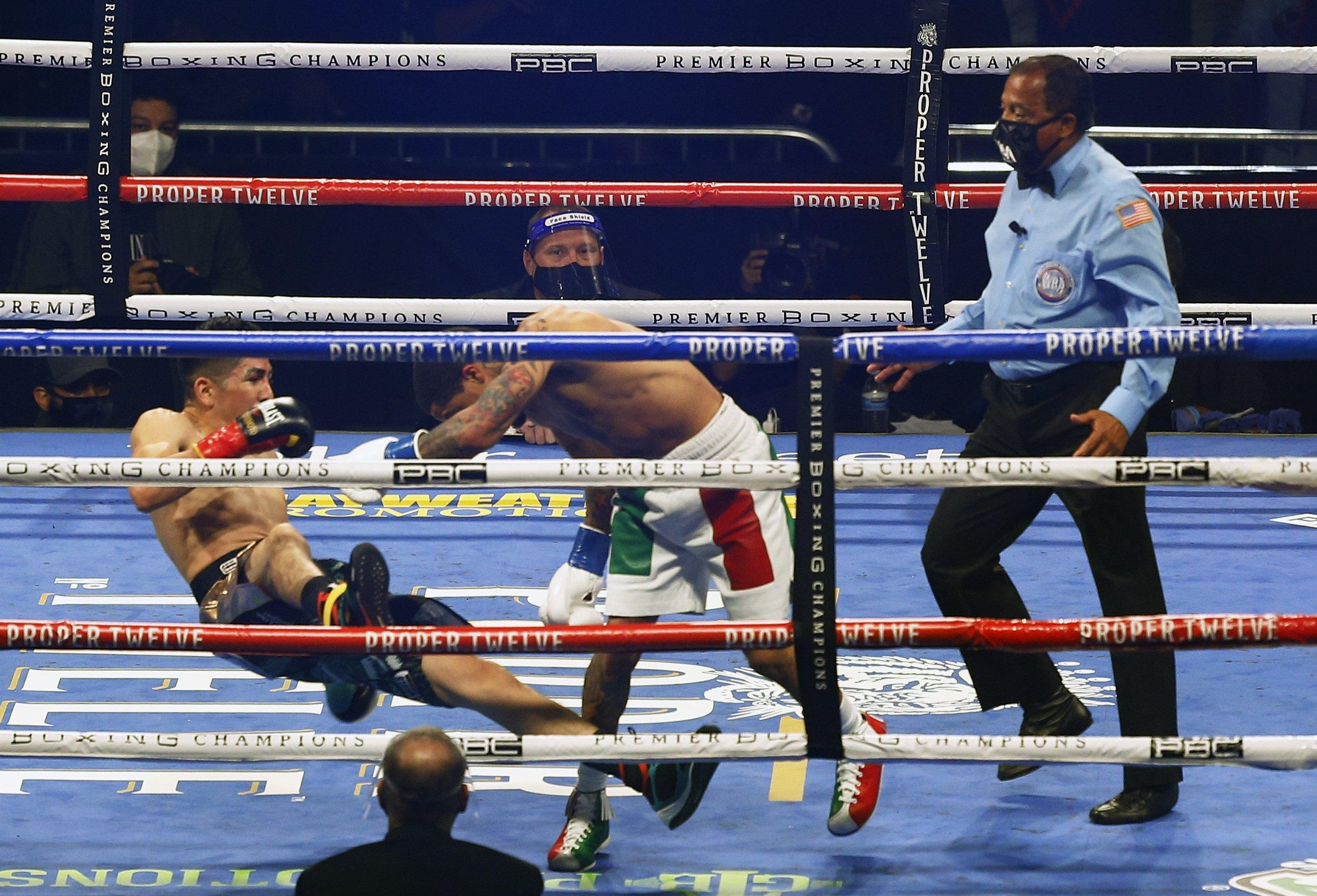 Gervonta Davis knocks Leo Santa Cruz out to grab WBA belt | Daily Sabah
