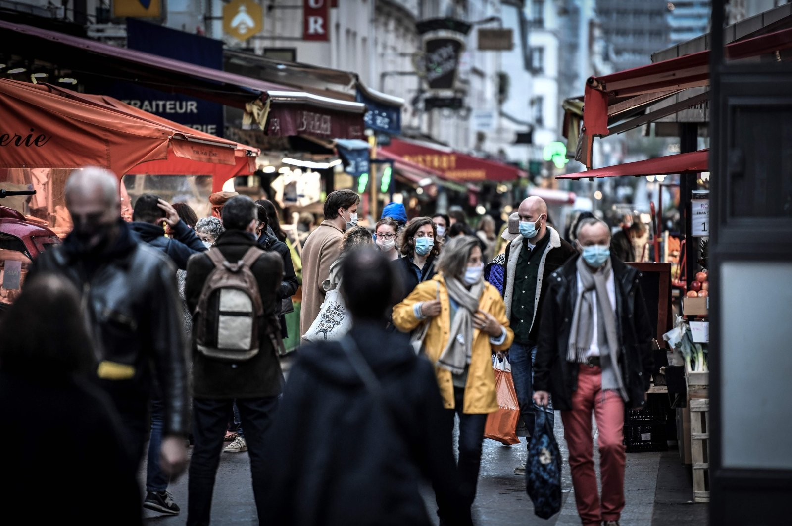 People, wearing face masks, shop in Paris on the second day of a second national general lockdown by the French government to contain the spread of COVID-19, France, Oct. 31, 2020. (AFP Photo)