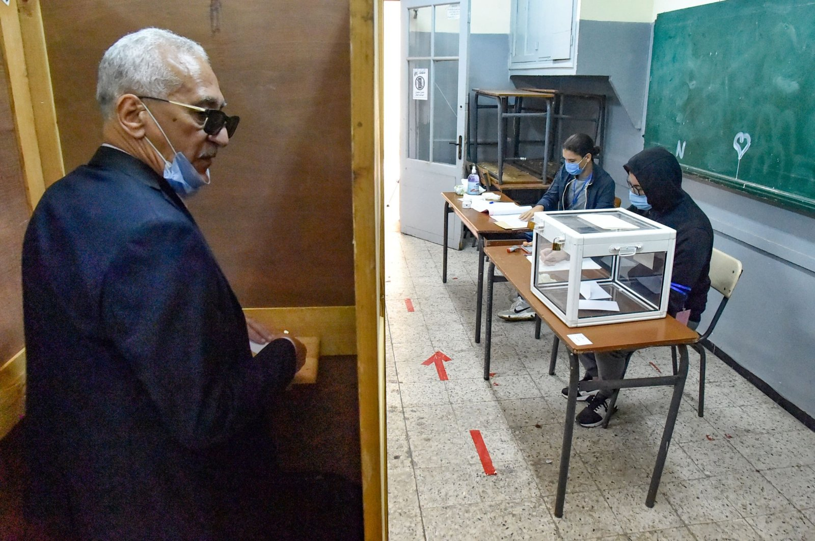 An Algerian man prepares to vote at a polling station during a vote for a revised constitution, in the capital Algiers, Nov. 1, 2020. (AFP Photo)