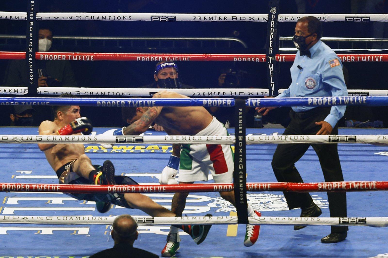 Gervonta Davis (R) pushes Leo Santa Cruz down during a boxing bout in San Antonio, Texas, U.S, Oct. 31, 2020. (AP Photo)