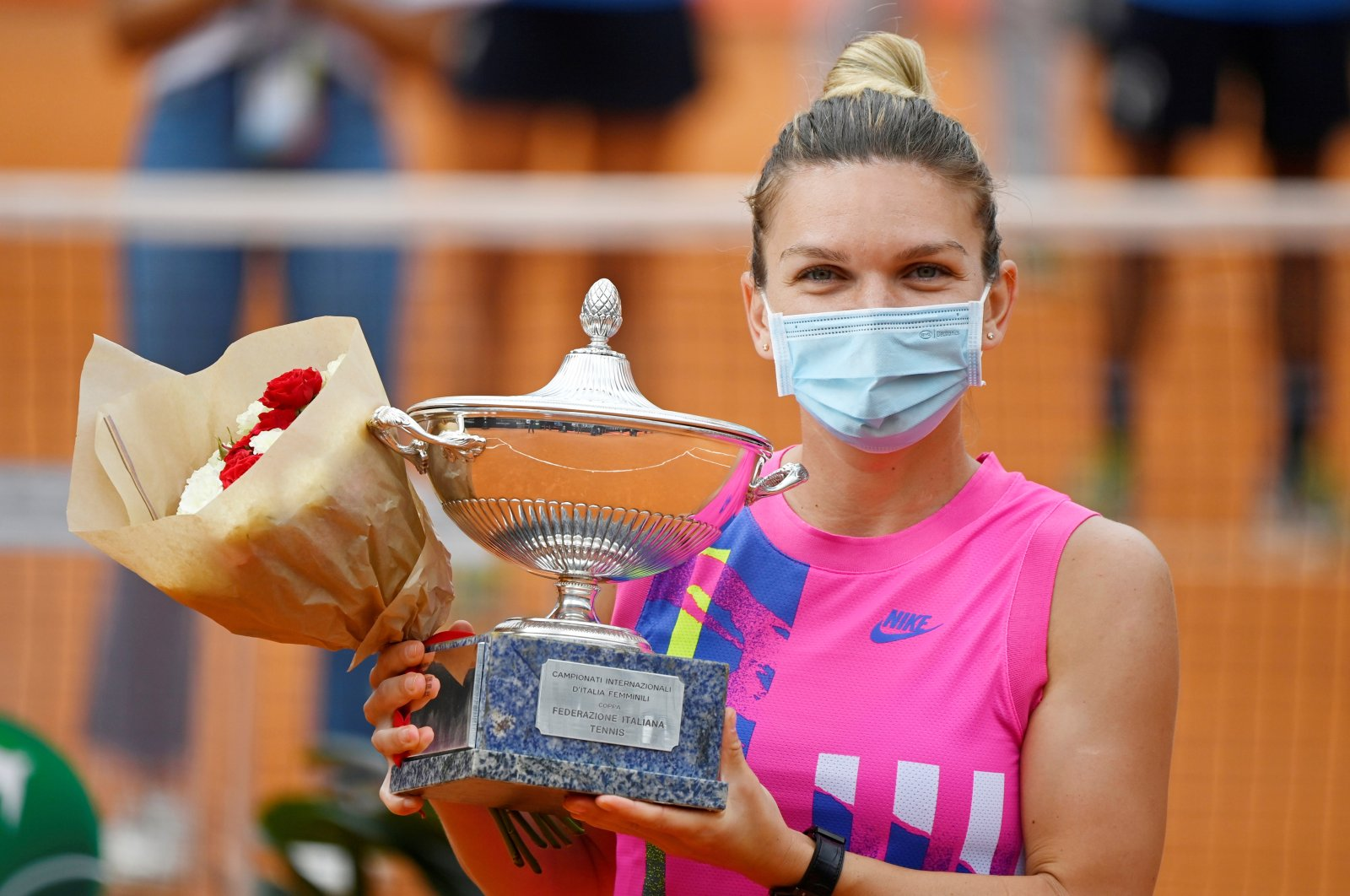 Simona Halep holds Italian Open trophy after winning the tournament in Rome, Italy, Sept. 21, 2020. (Reuters Photo)