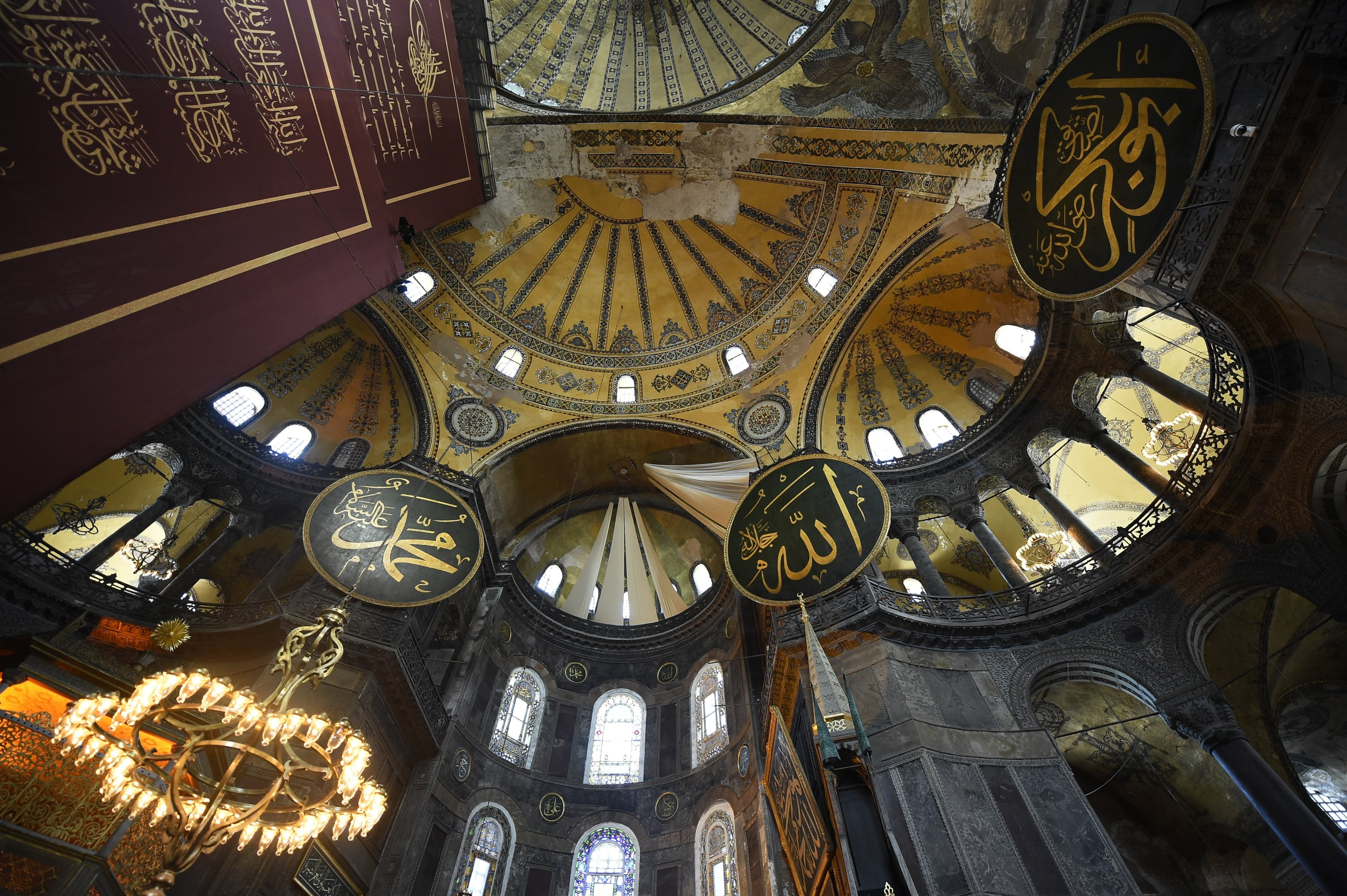 A view of inside the Hagia Sophia, which will be introduced through virtual tours as part of the festival program. (AP PHOTO)
