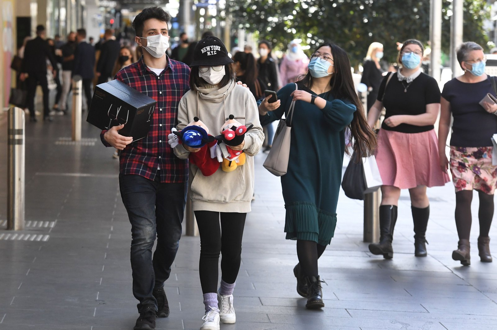 People visit a shopping area after measures to curb the spread of the COVID-19 coronavirus were eased allowing limited numbers of people back into shops, bars, cafes and restaurants in Melbourne, Oct. 28, 2020. (AFP Photo)