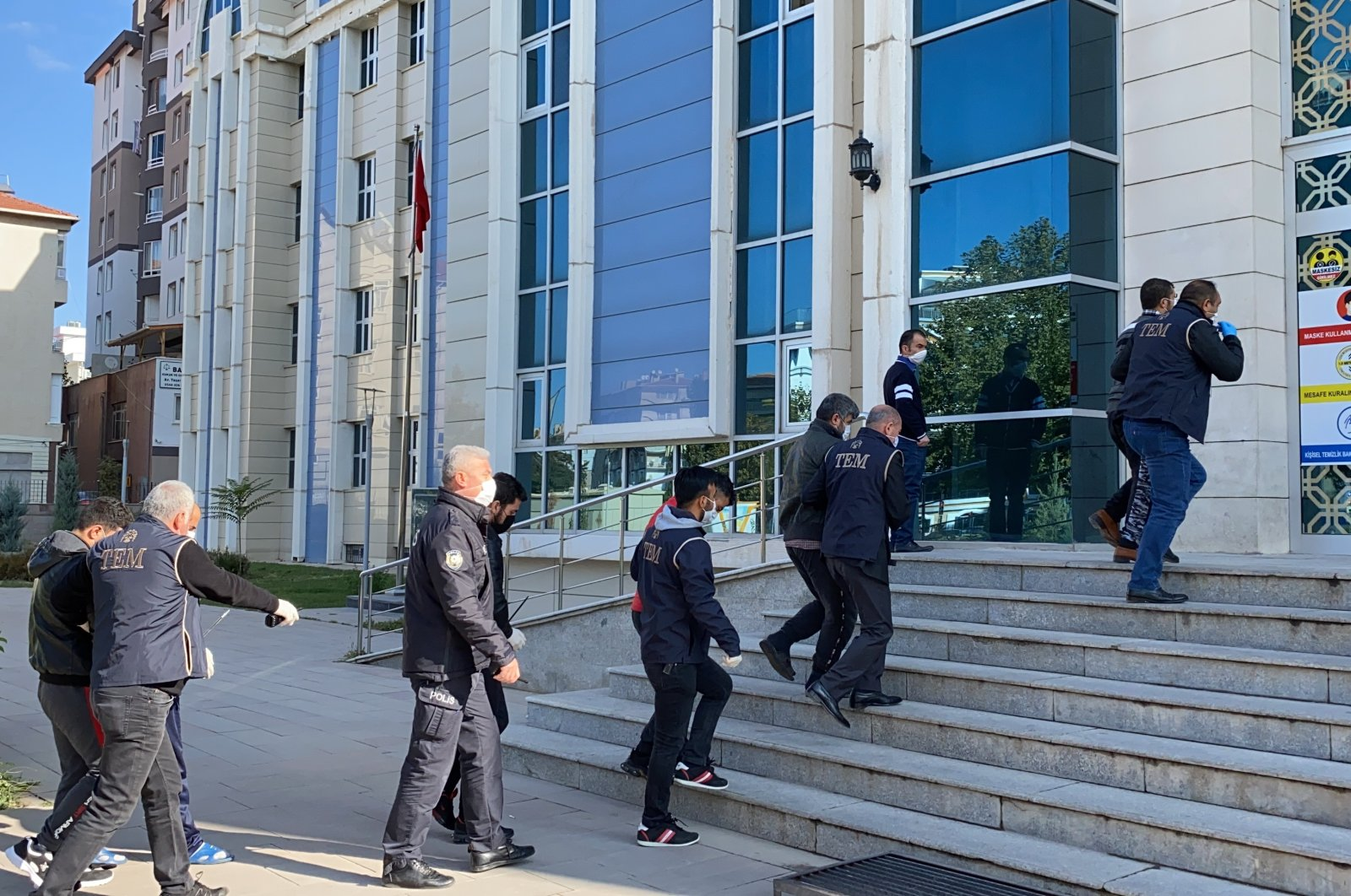 Daesh suspects nabbed in anti-terror operations are brought to the court by security forces in the Central Anatolian province of Kırşehir, Turkey, Nov. 2, 2020. (AA Photo)