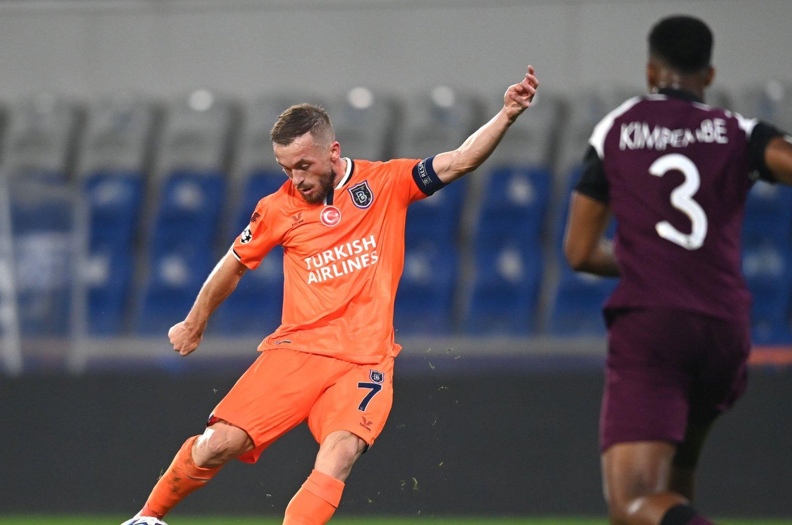 Başakşehir's Edin Visca kicks the ball during the match against Paris Saint-Germain, in Istanbul, Turkey, Oct. 28, 2020. (AFP Photo)
