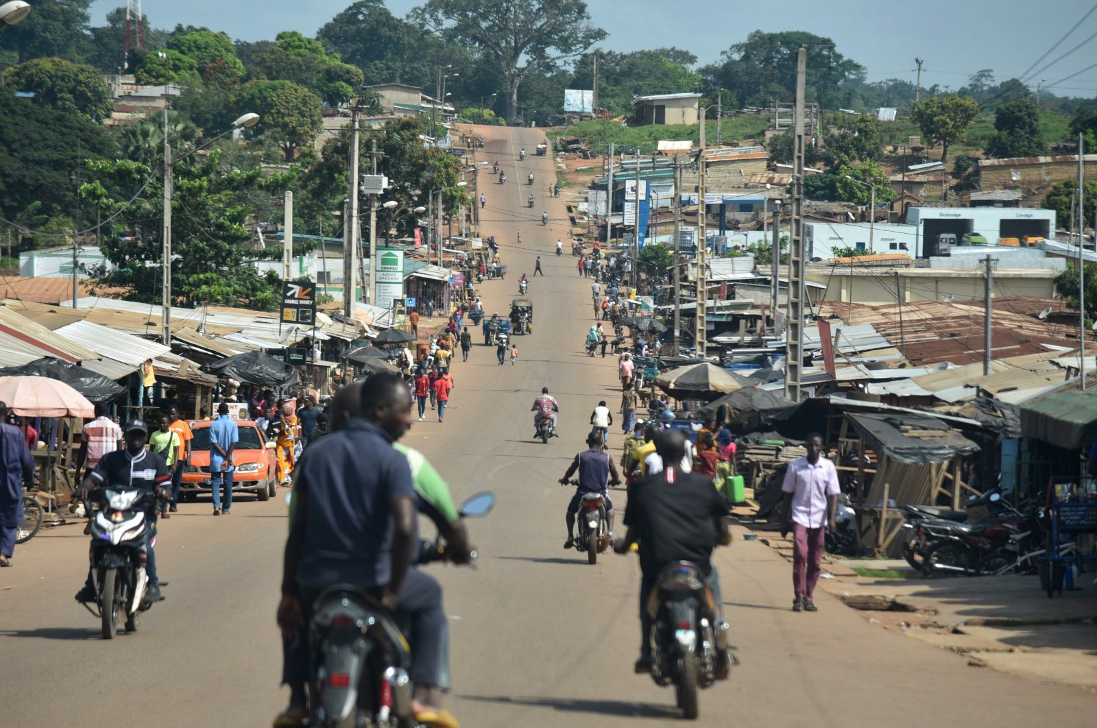 A general view of residents on a street in Daoukro, Ivory Coast on Nov. 3, 2020. (AFP Photo)