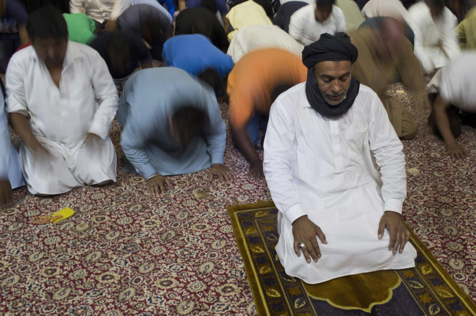 Sunni Muslims living in Greece pray on the first day of Eid al-Fitr (Ramadan Bayram) prayers in Piraeus, near Athens, July. 6, 2016. (AP Photo)