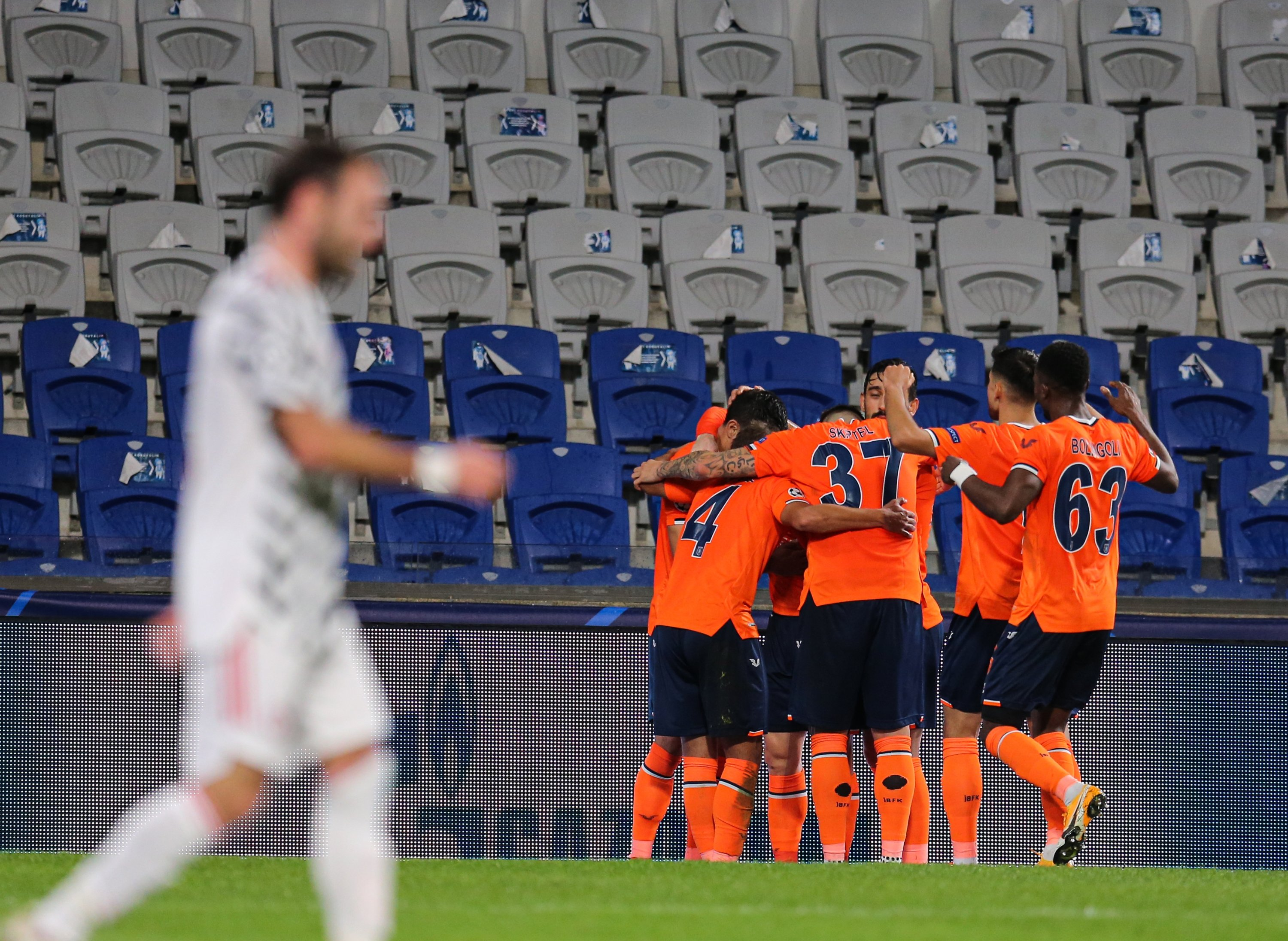 euphoria as basaksehir stuns manchester united in champions league daily sabah champions league