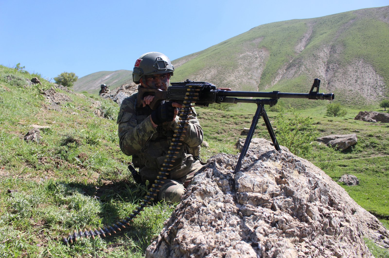 Gendarmerie forces conduct anti-terrorism operations in a rural area of Turkey's southeastern Hakkari province, Aug. 6, 2017. (AA Photo)