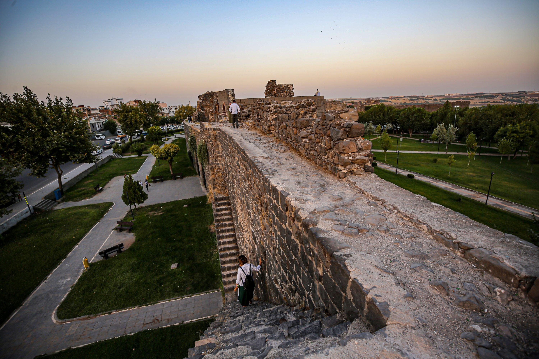 La forteresse de Diyarbakır et les jardins du Hevsel seront des arrêts sur le nouvel itinéraire culturel créé dans le