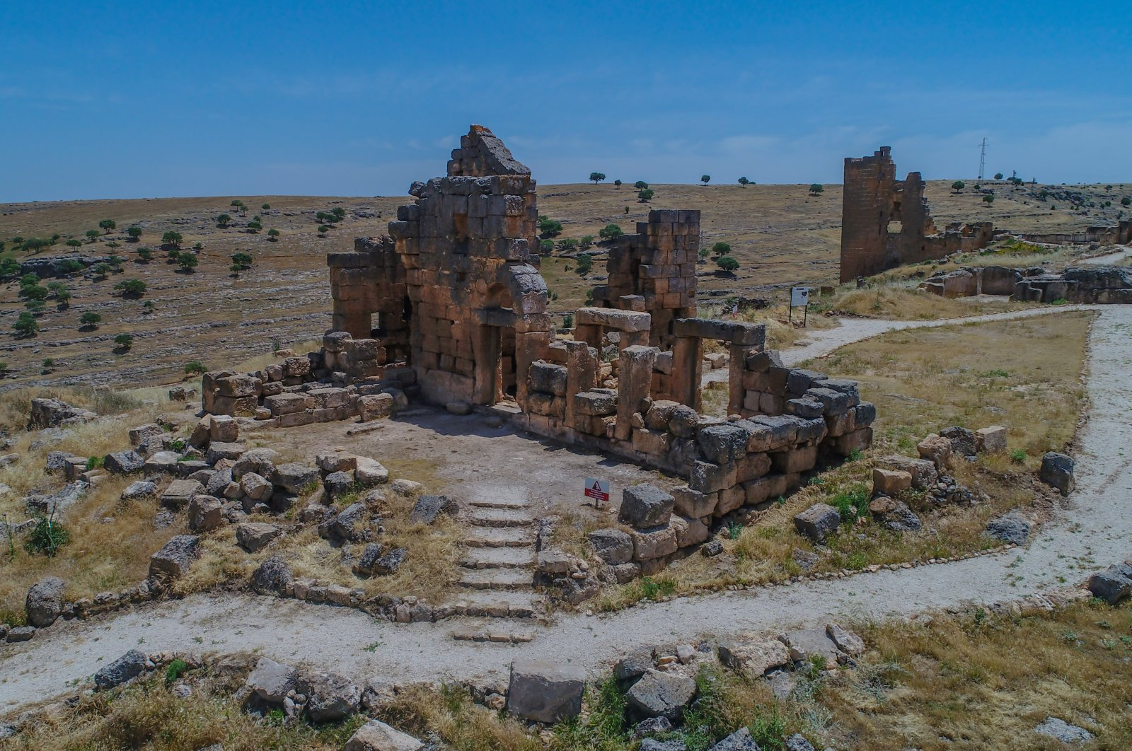 """Zerzevan Castle in Diyarbakır will be one of the stops on the new cultural route created in the """"Golden Triangle"""" of Mesopotamia. (AA Photo)"""