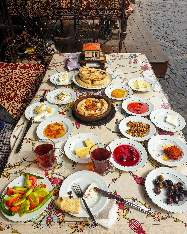Un petit-déjeuner traditionnel turc au serpme.  (Photo par Argun Konuk)