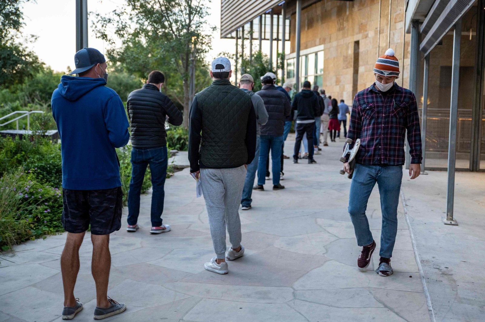 Voters wait in line cast their vote, Austin, Texas, Nov. 3, 2020. (AFP Photo)