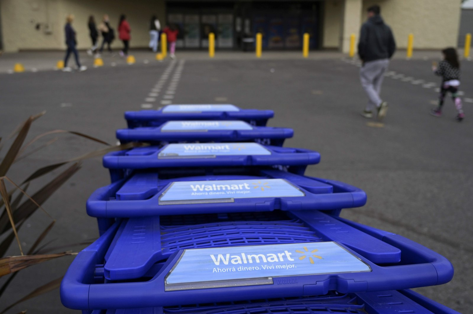 Customers arrive at a Walmart supermarket in Buenos Aires, Argentina, Aug. 15, 2019. (AFP Photo)