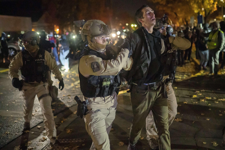 Oregon State Police arrest a Black Lives Matter protester, Salem, Oregon, Nov. 7, 2020. (AFP Photo)