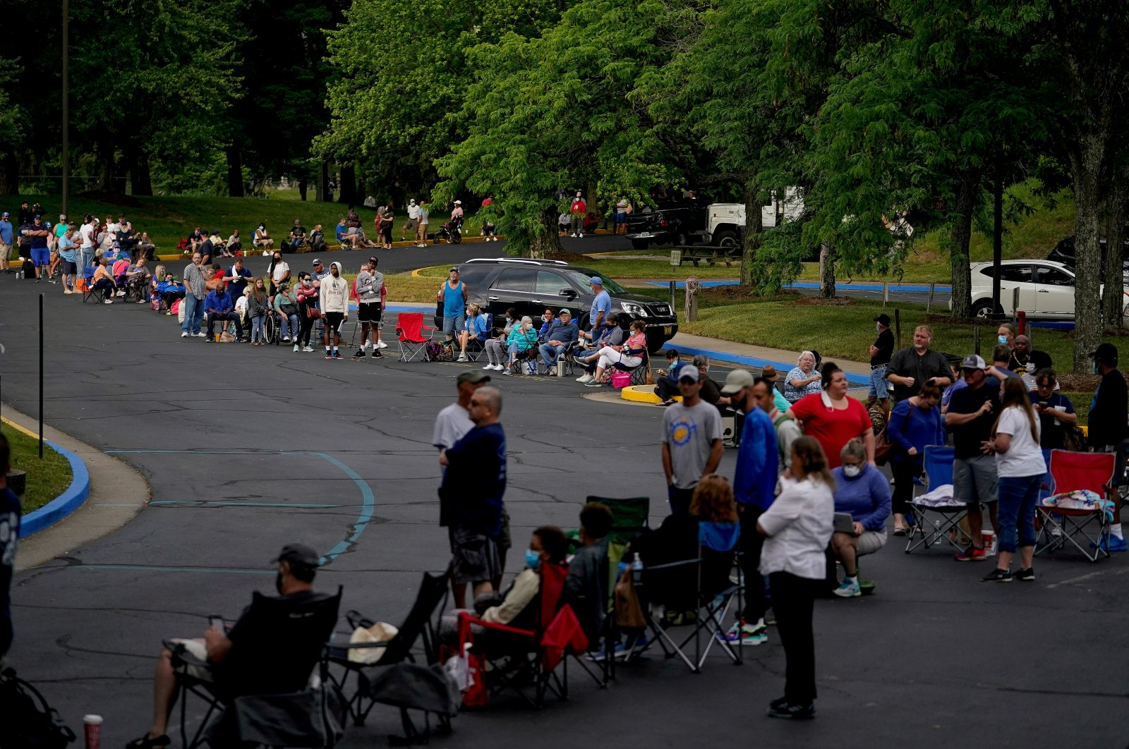 People line up outside Kentucky Career Center prior to its opening to find assistance with their unemployment claims in Frankfort, Kentucky, U.S., June 18, 2020. (Reuters Photo)