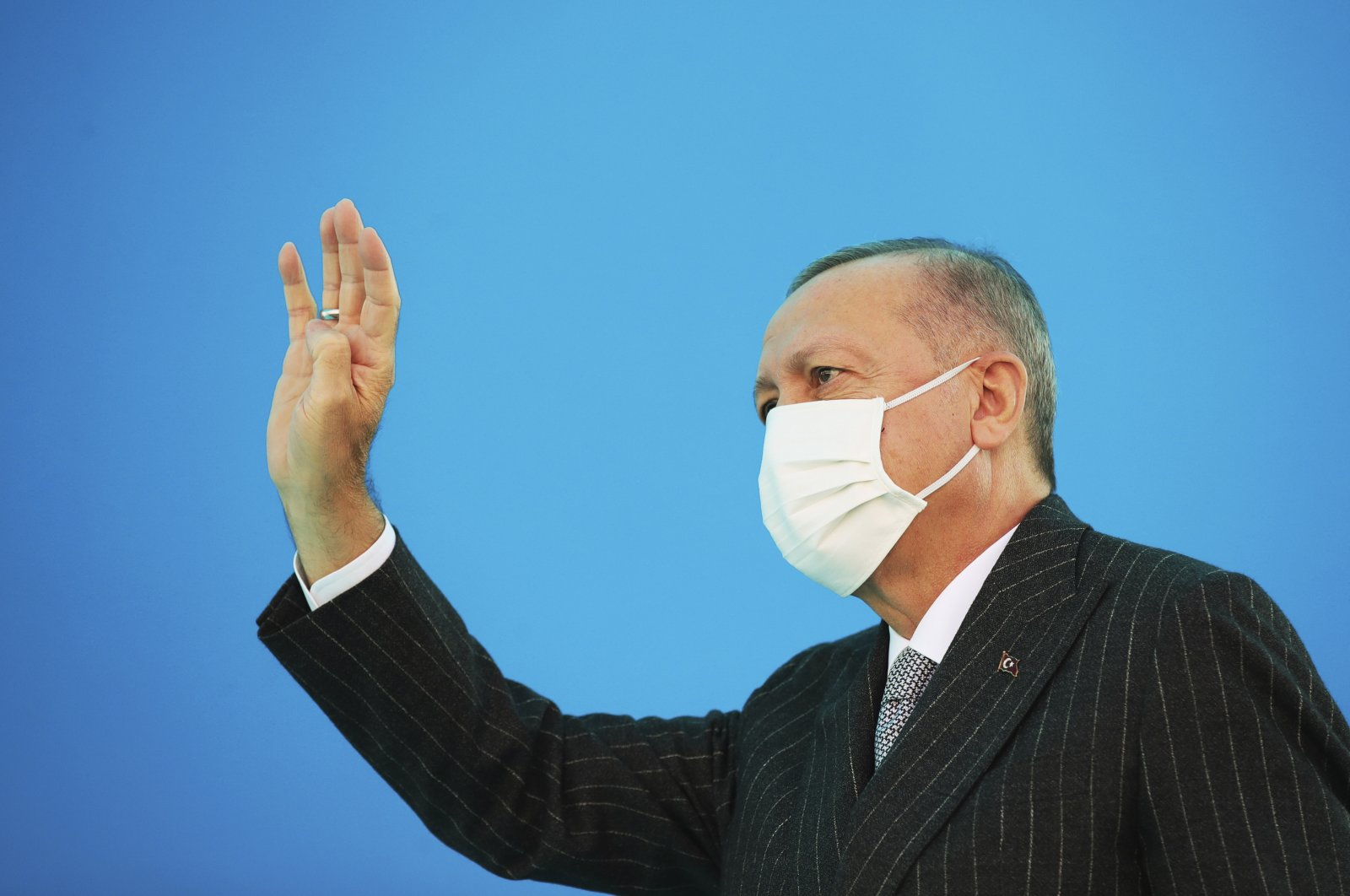 President Recep Tayyip Erdoğan, wearing a mask to guard against the spread of COVID-19, waves toward his ruling Justice and Development Party (AK Party) members at a soccer stadium, in Kahramanmaraş, southeast Turkey, Nov. 7, 2020. (AP)