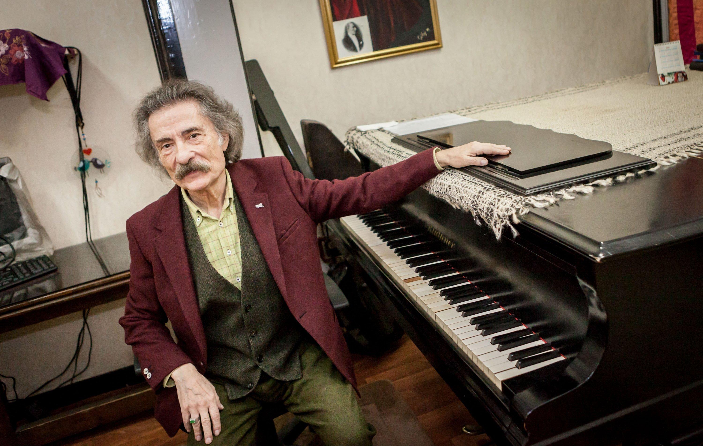 Turkish musician Timur Selçuk poses during an interview with newspaper Günaydın on Feb. 14, 2019. (FILE/Photo by Hatice Çınar)   FOTOGRAFLAR:HATICE CINAR