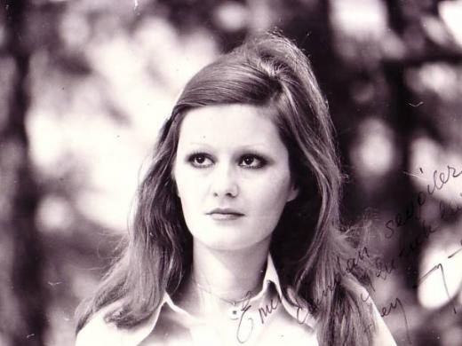 Şenay Yüzbaşıoğlu was best known for her songs 'Sev Kardeşim' and 'Hayat Bayram Olsa' in the 1970s. (SABAH File Photo)