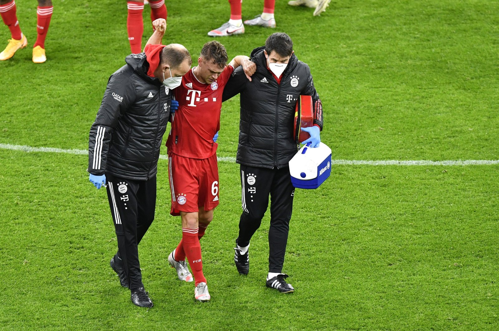 Bayern Munich's Joshua Kimmich (C) leaves the pitch as a substitute after sustaining an injury during a Bundesliga match against Borussia Dortmund, in Dortmund, Germany, Nov. 7, 2020. (Reuters Photo)