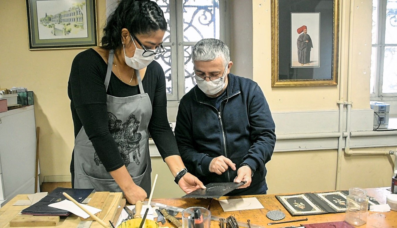 Sofia Chavez (L) with Ahmet Kurnaz at the book binding workshop at Dolmabahçe Palace, Istanbul, Turkey, Nov. 9, 2020. (AA Photo)
