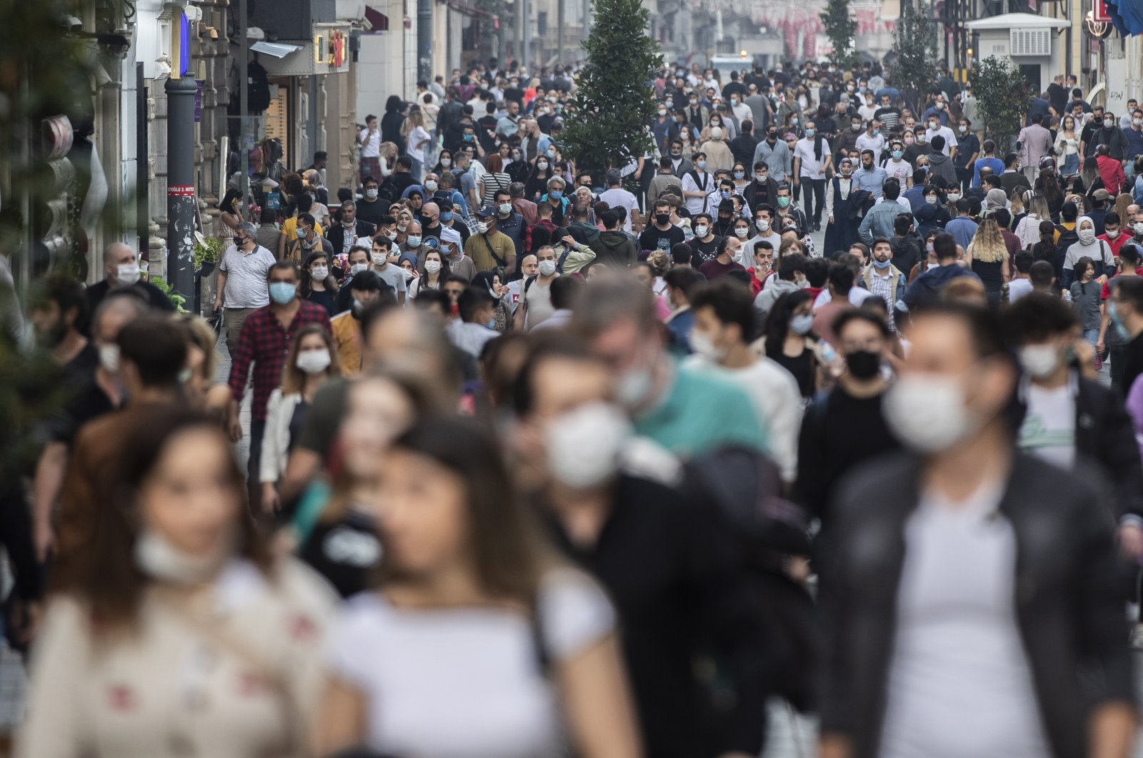 People wearing protective masks walk on Istiklal Avenue amid the ongoing coronavirus pandemic in Istanbul, Turkey, Oct. 25, 2020. (EPA Photo)