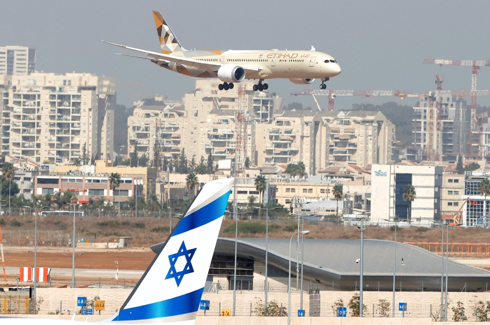 An Etihad Airways plane carrying a delegation from the United Arab Emirates (UAE) for their first official visit lands at Israel's Ben Gurion Airport near Tel Aviv, Oct. 20, 2020. (AFP Photo)