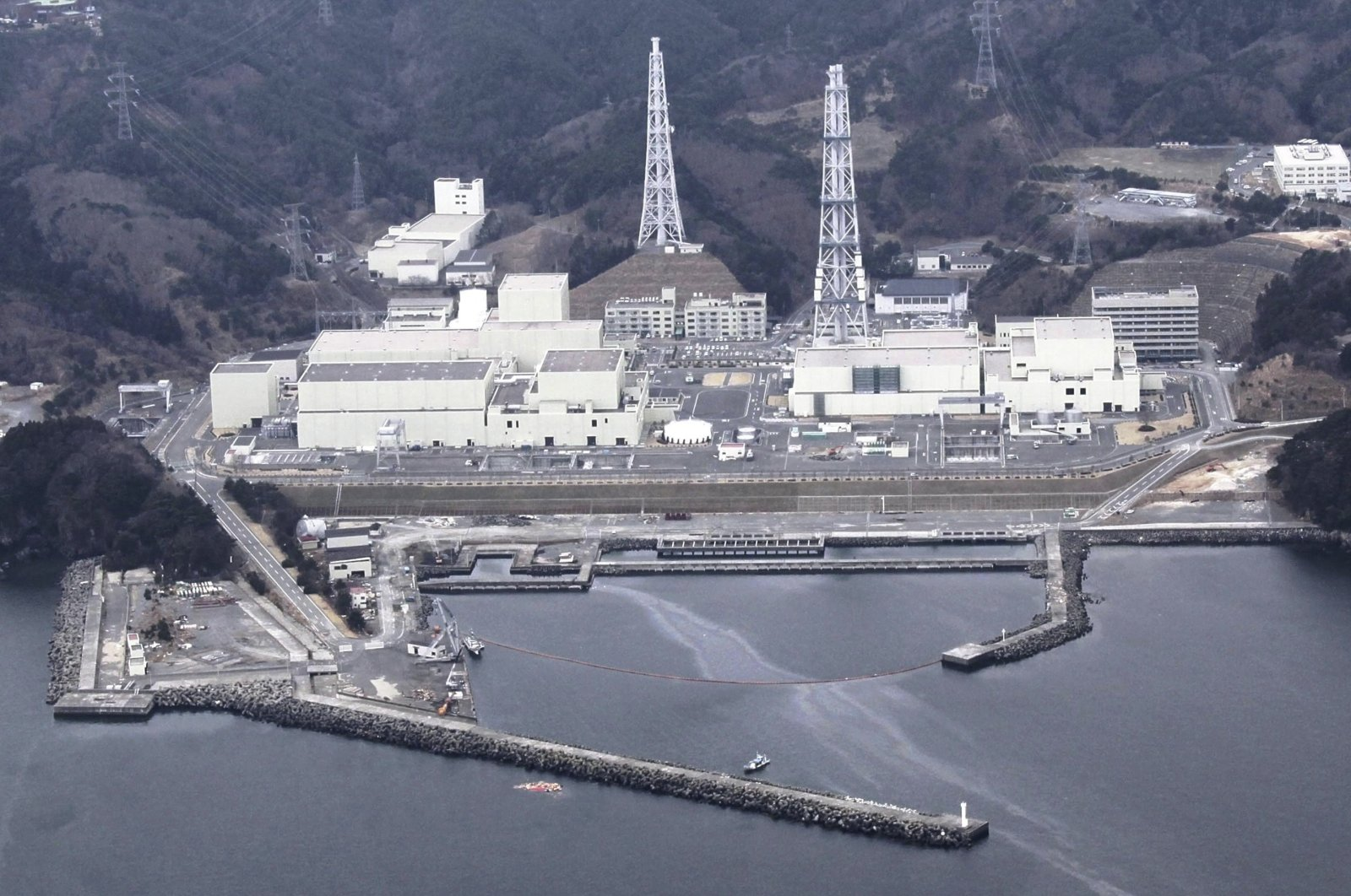 This April 8, 2011 file photo shows an aerial view of the Onagawa Nuclear Power Plant, Miyagi Prefecture, nothern Japan. (Reuters Photo)