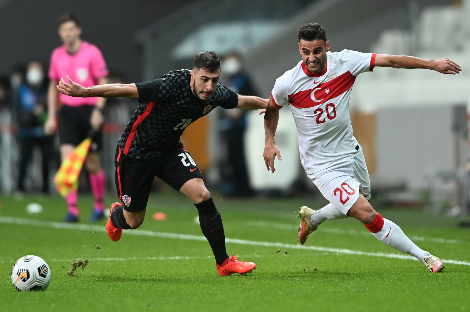 Croatia's Josip Juranovic (L) challenges Turkey's Deniz Türüç during a friendly match in Istanbul, Turkey, Nov. 11, 2020. (AFP Photo)