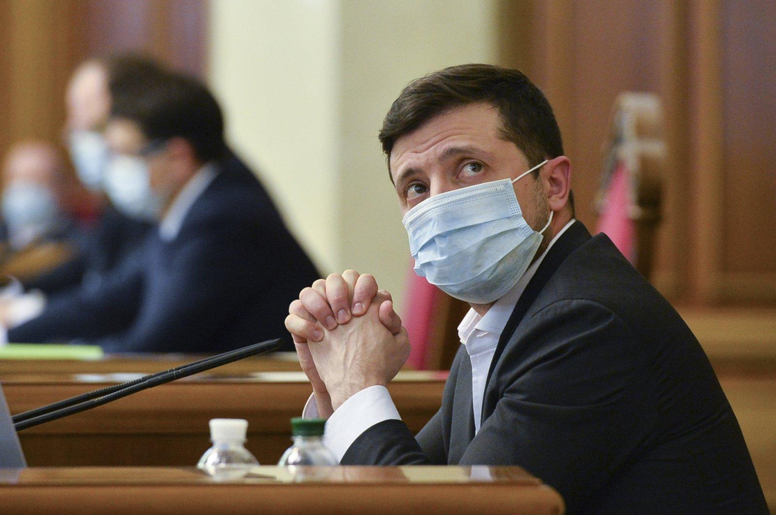 Ukrainian President Volodymyr Zelenskiy wears a mask to protect against the coronavirus during an extraordinary parliamentary session, Kiev, Ukraine, March 31, 2020. (AP Photo)