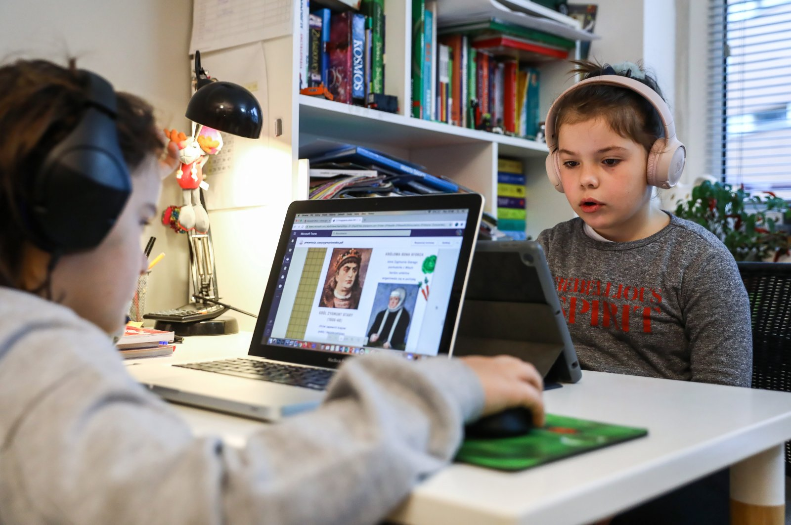 Children of a primary school study online from home in Warsaw, Poland, November 9, 2020, amid the ongoing COVID-19 pandemic. (EPA Photo)