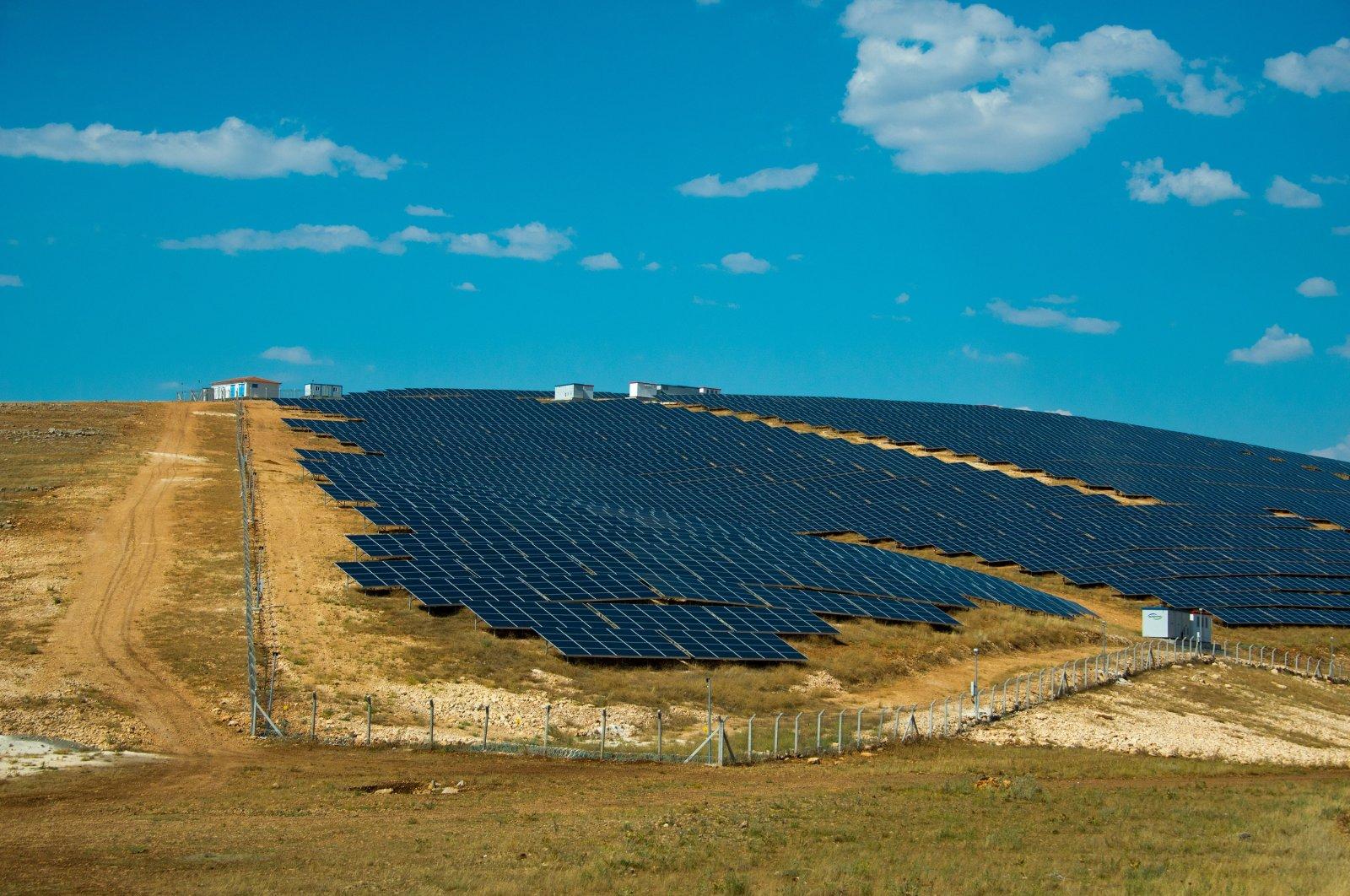 Solar panels at a photovoltaic solar power plant in southeastern Şanlıurfa province, Turkey. (Shutterstock Photo)