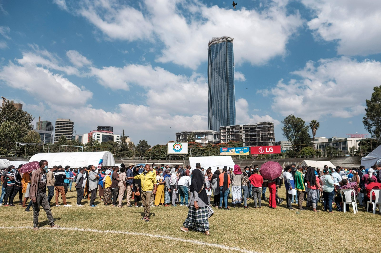 People queue during a blood donation rally, Addis Ababa, Ethiopia, Nov. 12, 2020. (AFP Photo)