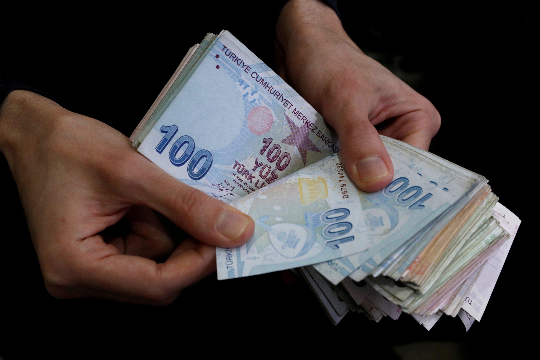 Turkish lira marks weekly gains of 12% on new economic pledges thumbnail