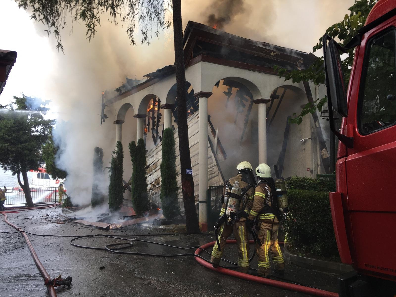 Major fire at historic Istanbul mosque extinguished