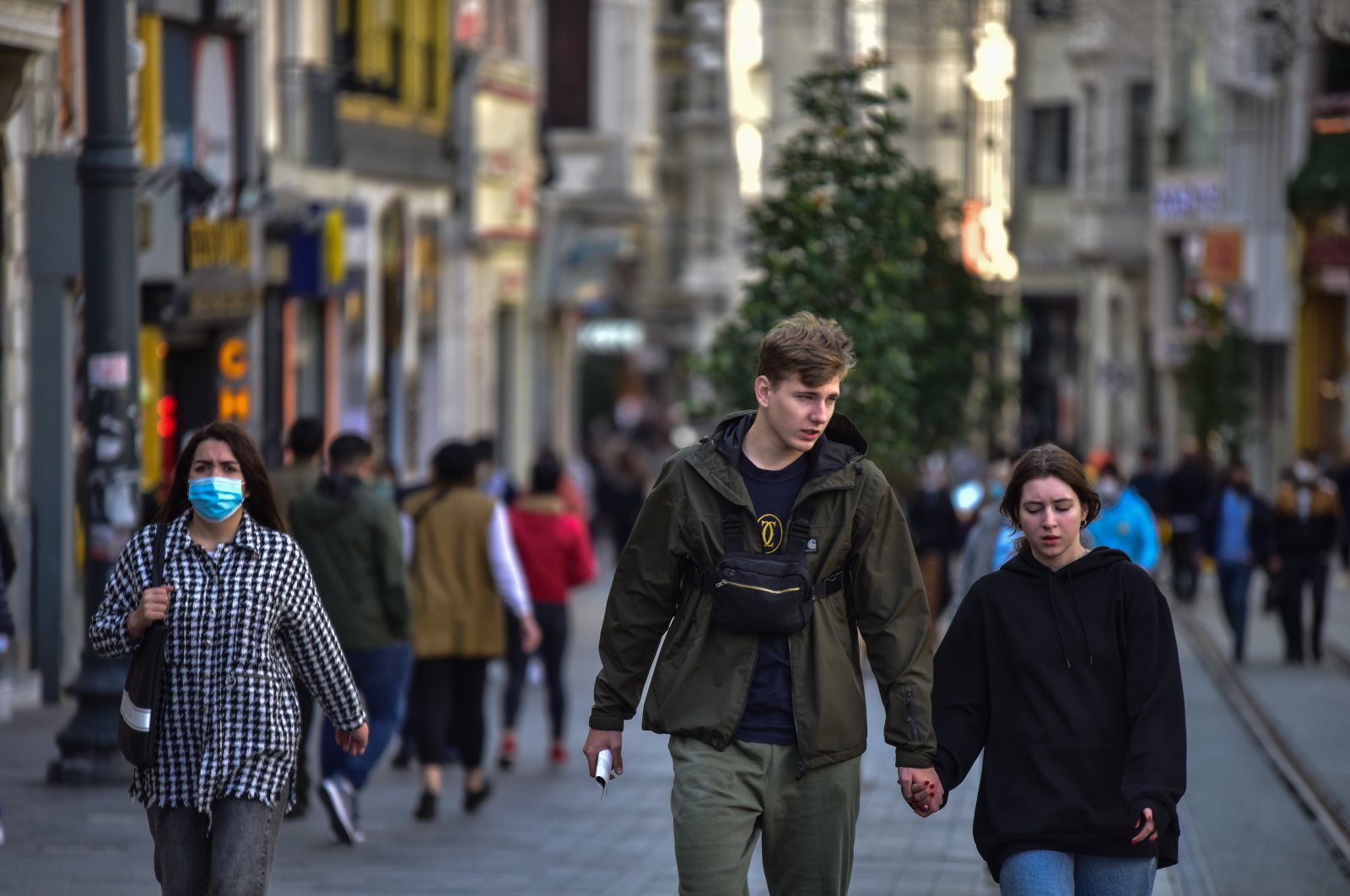 A couple without face masks walk on Istiklal Street near Taksim Square, in Istanbul, Turkey, Nov. 12, 2020. (DHA Photo)